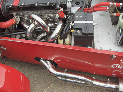 Caterham with equal length headers