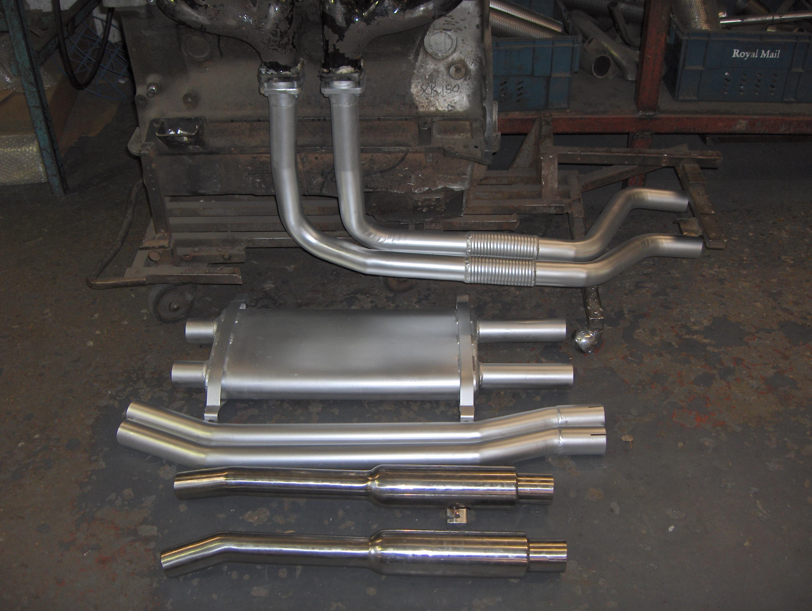 Jaguar E-Type System Using standard cast iron Manifolds